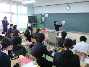 東大阪市立縄手中学校 出前授業 | 東大阪大学敬愛高等学校